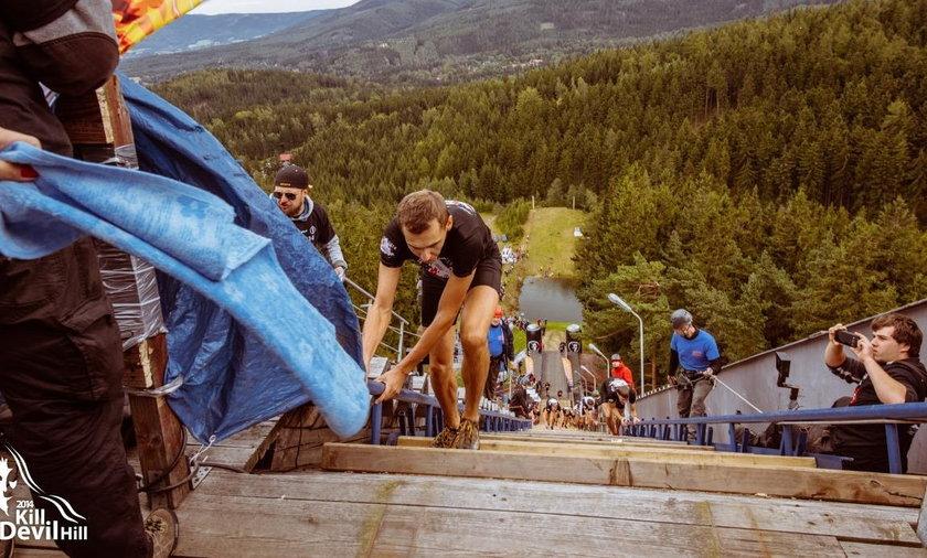 Sprinterzy wspinają się na skocznie