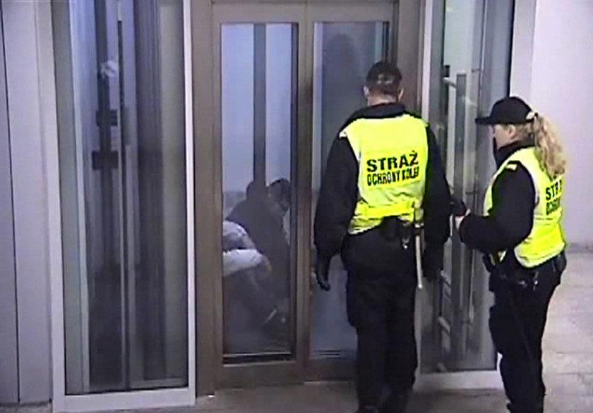 Namierzyli bezdomnych w windzie