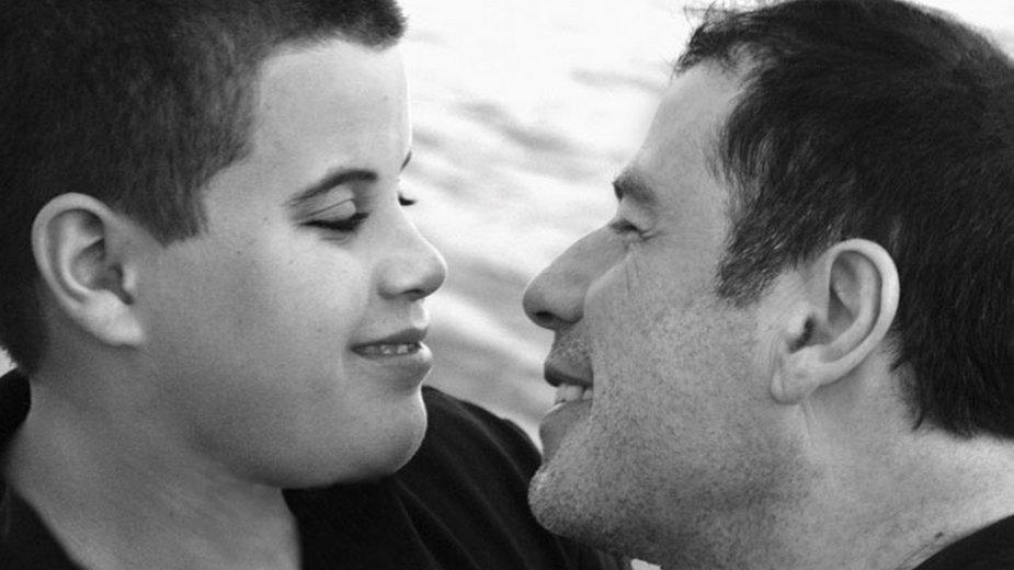 Jett Travolta ze swoim ojcem, Johnem Travoltą w 2009 r.
