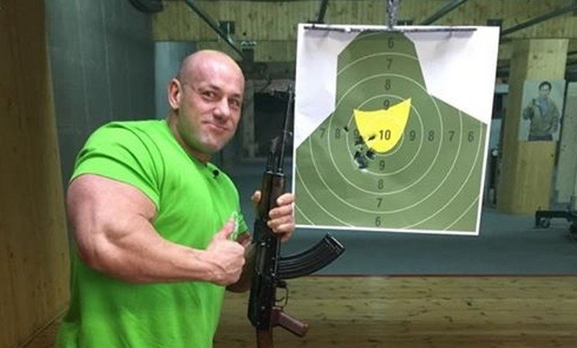 Robert Burneika na strzelnicy