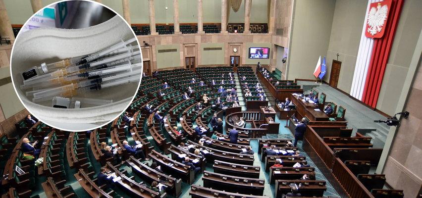 Miały być odszkodowania za powikłania po szczepieniach i... Ważna ustawa zniknęła z Sejmu