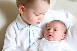 Są pierwsze zdjęcia księcia Jerzego z księżniczką Charlotte