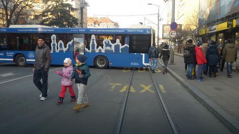 Autobusi preprečili ulicu zbog bezbednosti
