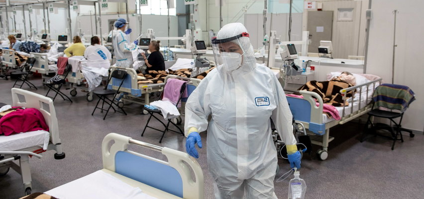 Specjaliści alarmują: Czas na obostrzenia i szczepienia. Teraz! Jeśli nie zrobimy nic, niepotrzebnie umrze 20-40 tys. osób