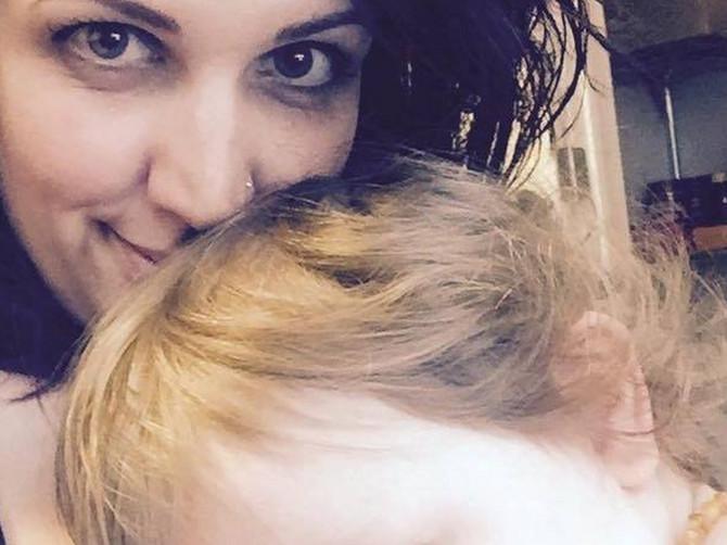 Odvela sam ćerku kod pedijatra: Poslao me je da stojim u hodniku a onda rekao da će zbog mene POZVATI POLICIJU i počela je moja AGONIJA
