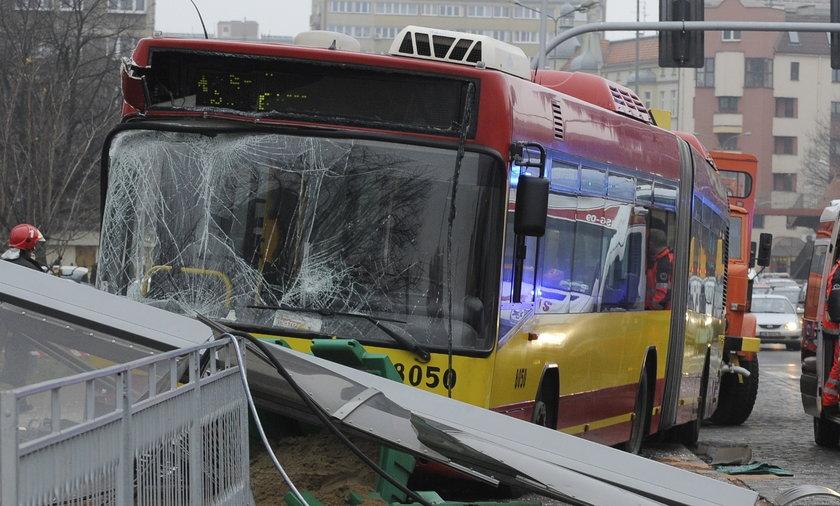 Masakra na przystanku we Wrocławiu. Autobus wjechał w ludzi