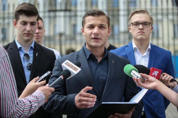 Członkowie Młodzieży Wszechpolskiej