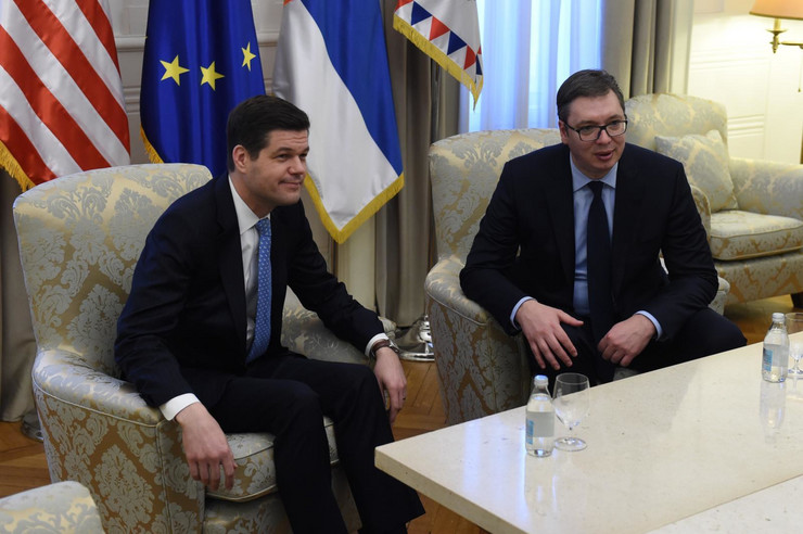 Aleksandar Vučić, Ves Mičel