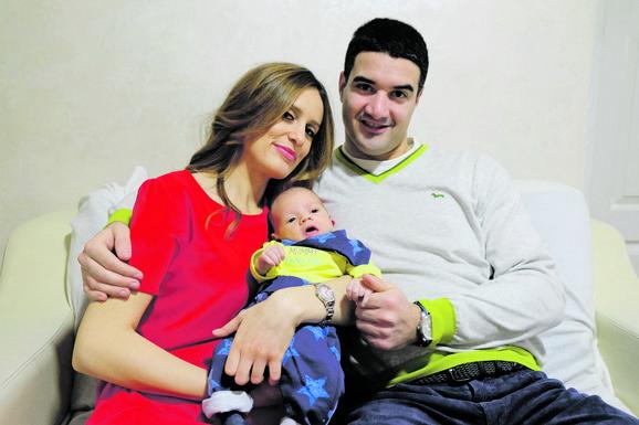 Mama Teodora i tata Stefan Petrović, sa malim Teslom