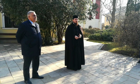Ambasador Srbije u Mađarskog Ivan Todorov  i jeromonah Vrnava