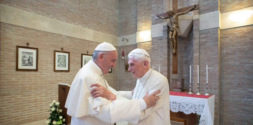 Dwóch papieży zaszczepiło się przeciwko COVID-19