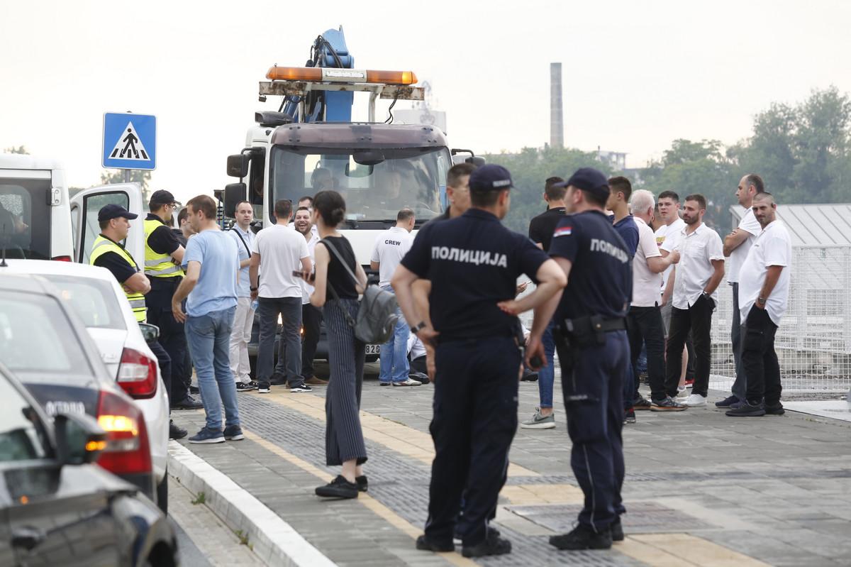 HAOS KOD PROKOPA Inspektori krenuli da oduzimaju auto vozaču Kamea , došle kolege pa LEGLE ISPRED PAUKA
