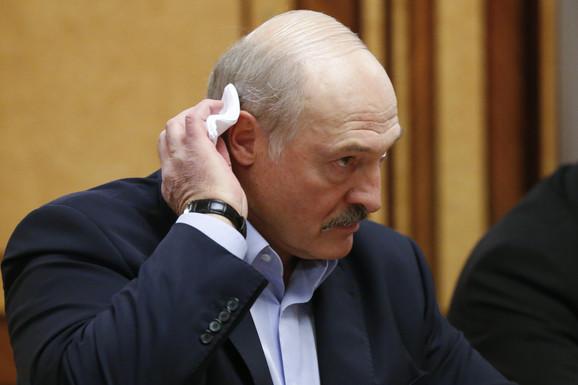 """""""OŠTAR REZ"""" Lukašenko raspustio vladu"""