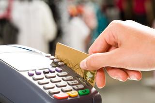 Preferencje podatkowe za obrót bezgotówkowym. MF proponuje dwa pakiety: srebrny i złoty