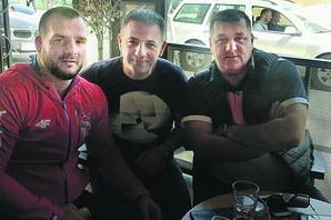 SUMNJIVE VEZE Kod ozloglašenog Novopazarca dolaze narko-dileri iz cele Srbije, a u njegovim separeima pevači i POLITIČARI