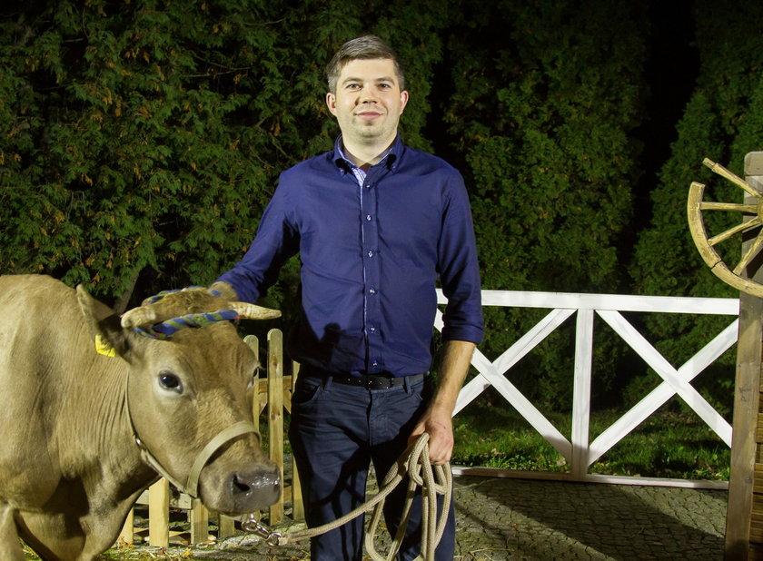 """Uczestnik reality show """"Rolnik szuka Żony"""" został radnym"""
