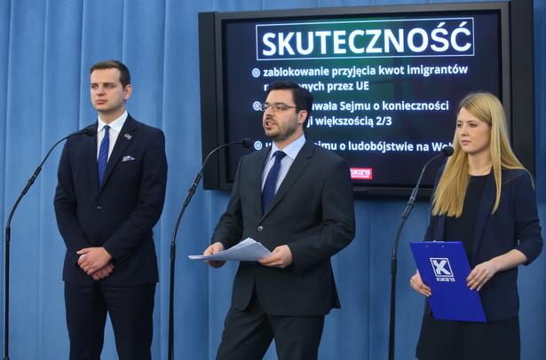 Wicemarszałek Sejmu z ramienia Kukiz'15 Stanisław Tyszka, sekretarz klubu Elżbieta Borowska i poseł Jakub Kulesza