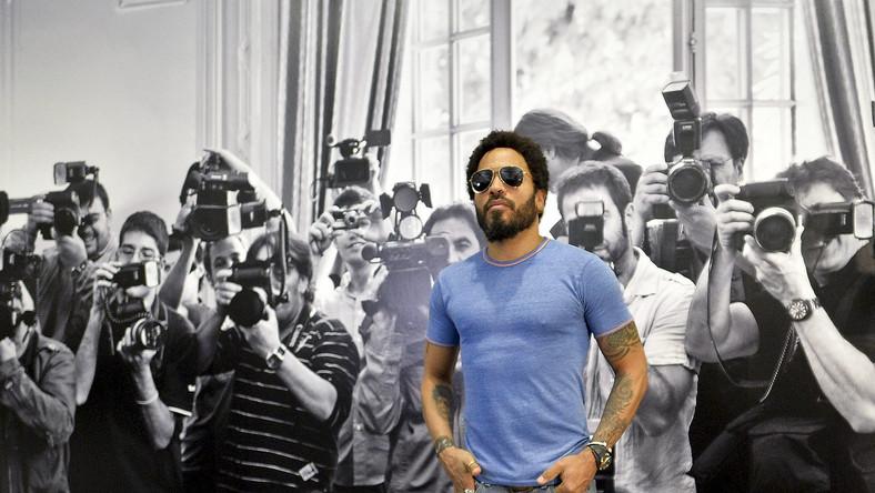 Naruszają jego prywatność? Więc muzyk robi to samo. Pierwszy raz Kravitz sfotografował paparazzi we Florencji, gdzie spacerował ze swoimi chrześniakami. Zaatakowany – uznał, że zamiast się sytuacją denerwować, odpłaci tym samym.