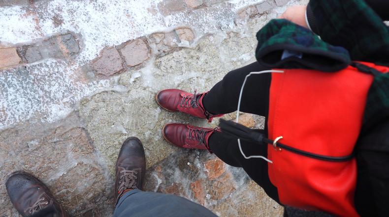 shutterstock_426015055, buty, zima, ludzie, ulica, śnieg