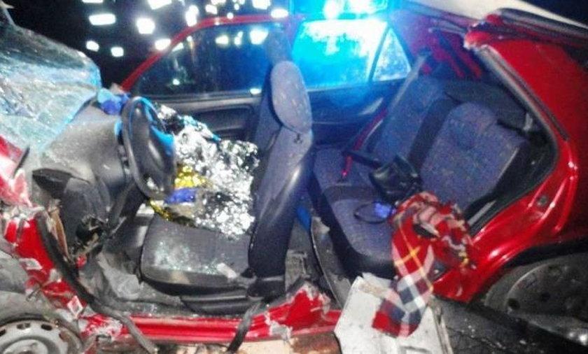 Poważny wypadek na DW 971 pod Nowym Sączem, 20-latka reanimowana, wśród rannych kobieta w ciąży
