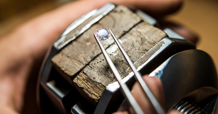 Co odróżnia prawdziwy diament od podróbki