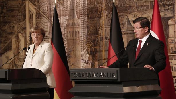 Kanclerz Niemiec Angela Merkel podczas spotkania z tureckim premierem Ahmetem Davutoglu