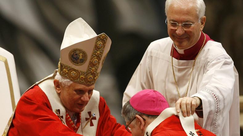 Benedykt XVI wiedział o nadużyciach w Watykanie?