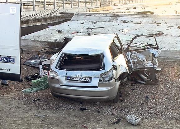 Pet prijatelja stradali su kada su automobilom udarili u betonski zid