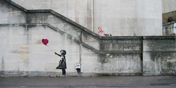 Girl and Heart Balloon , CC-By-SA-2.0
