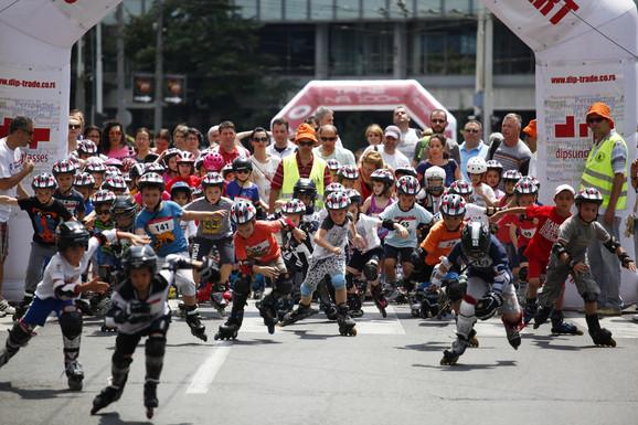 Mališani spremni za trku na rolerima