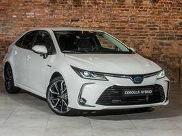 Nowa Toyota Corolla Sedan - rodzina w komplecie