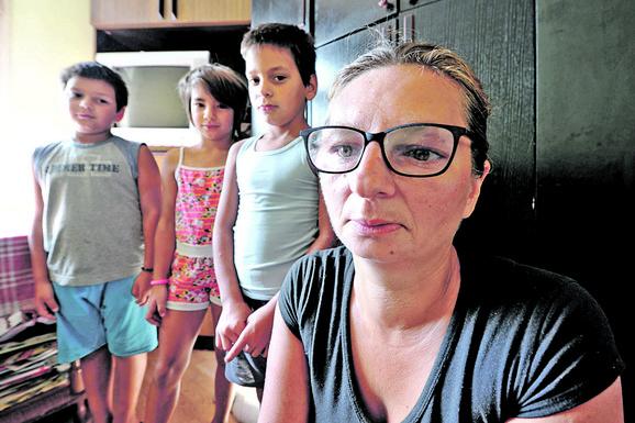 Majka nema para da ćerku Tijanu vodi u Beograd na hormonsku terapiju