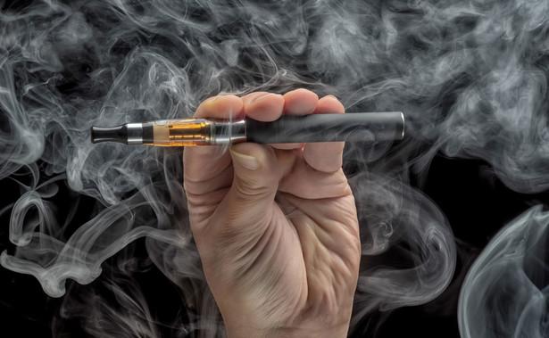 Opłaty za banderole legalizacyjne wynoszą 5 zł za sztukę płynu do e-papierosów i 2 zł za sztukę wyrobu nowatorskiego.