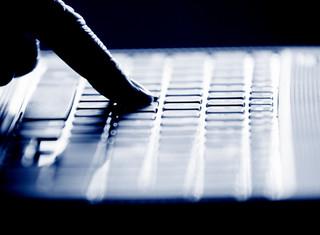 """""""FT"""": Rosja wzmaga cyberataki destabilizujące zachodnie demokracje"""