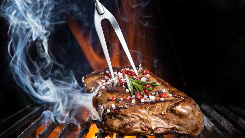 Jak smacznie zamarynować mięso na grill?