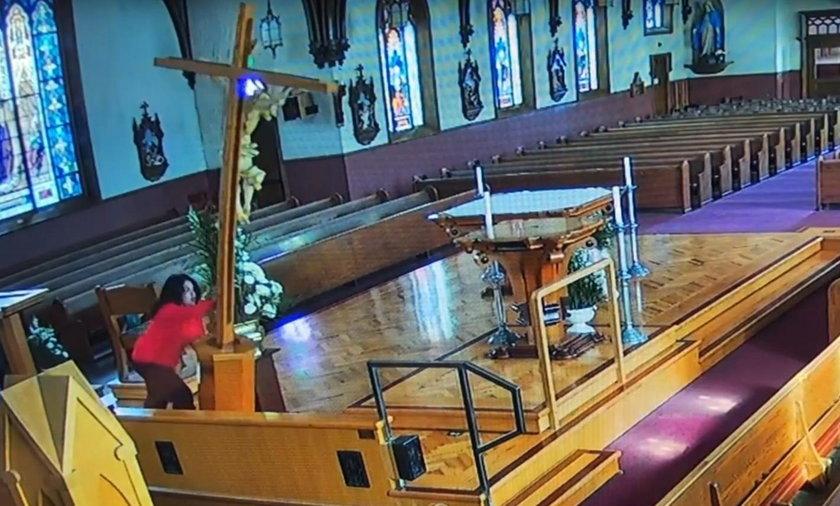 23-latka włamała się do kościoła św. Patryka w Watsonville.