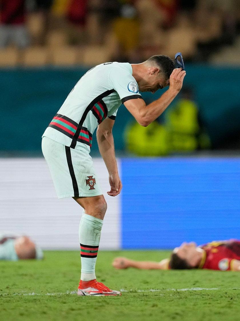 Po meczu z Belgią, gdy dwukrotnie cisnął na ziemię kapitańską opaskę, a raz nawet ją kopnął.