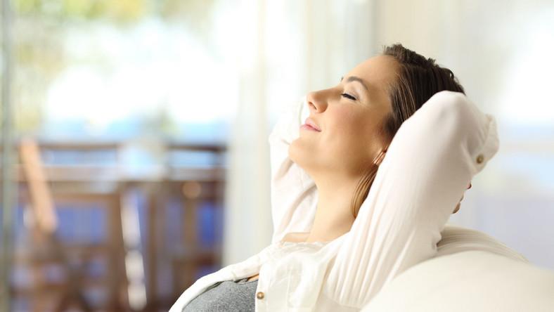 Kobieta odpoczywa
