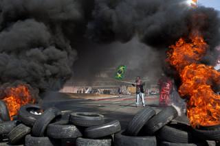 Protesty w Brazylii przeciwko mundialowi: Zablokowane ulice, podpalone samochody