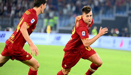 Stephan El Shaarawy celebrates scoring a last-gasp winner for Roma against Sassuolo Creator: Vincenzo PINTO