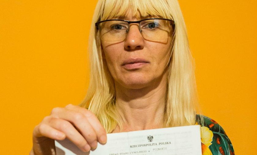 Poznań: Barbara Langier szuka córki oddanej do adopcji