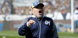 Maradona fiknął kozła podczas meczu. Później się modlił. FILM