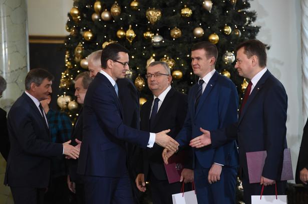 """Na pytanie, dlaczego Macierewicz musiał odejść, Łapiński odpowiedział: """"Takie zapadły decyzje""""."""