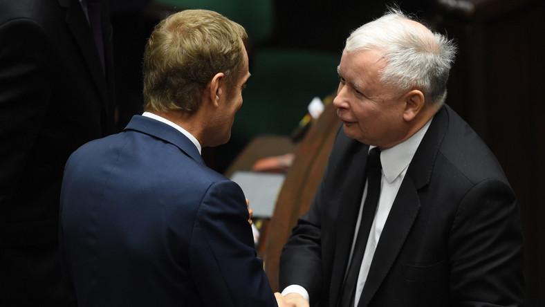 1.10.2014. Były premier Donald Tusk (L) i prezes PiS Jarosław Kaczyński (P) po expose premier rządu