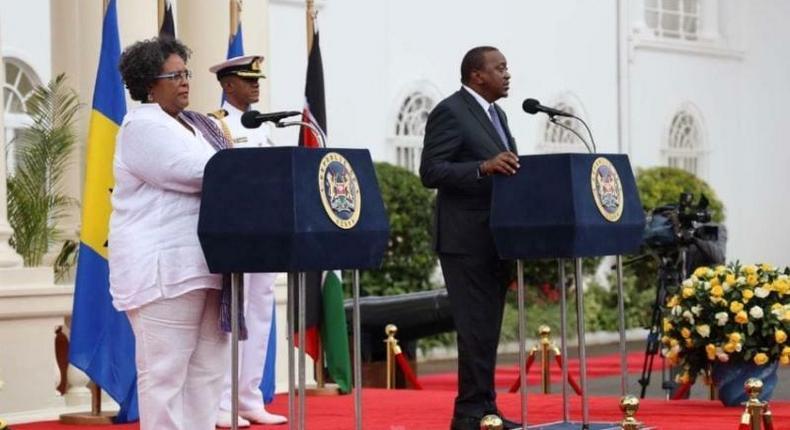 Prime Minister Mia Amor Mottley of Barbados (L) with Kenyan President Uhuru Kenyatta (R)