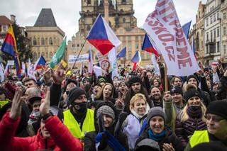 """""""Otwórzmy Czechy"""". W Pradze protest przeciw działaniom rządu w sprawie epidemii"""