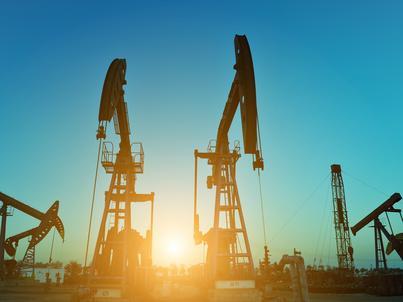 Wzrostowi cen ropy sprzyjają informacje o spadku zapasów surowca w USA