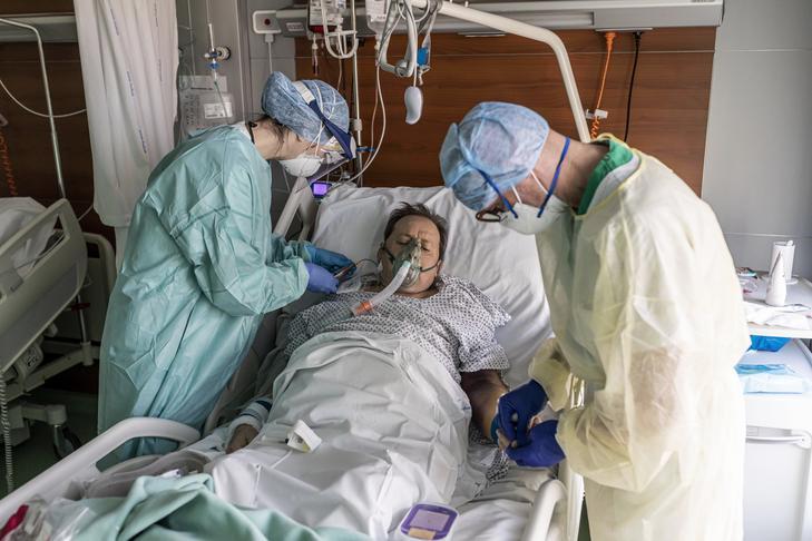 Egy ehhez hasonló lélegeztetőgép komoly kínokat okozott Péternek / Fotó: Getty Images