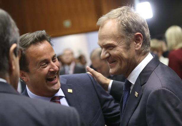Donald Tusk i David Cameron. Fot. EPA/OLIVIER HOSLET