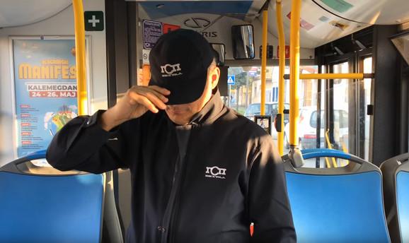 Sima Šarik u jednom od video klipova koje snima